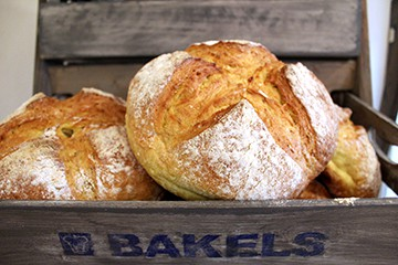 Maize and dinkel bread